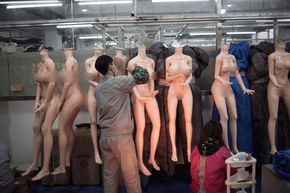 Üretim her geçen gün tüm hızıyla devam ediyor cinsel ilişki robotları...