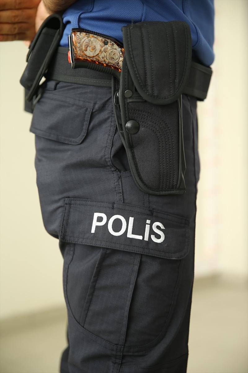 Polisin kıyafeti değişti! Ünlü modacı tasarladı...