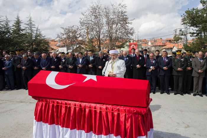 Türkiye şehitlerini uğurladı! Babaya son bakış...