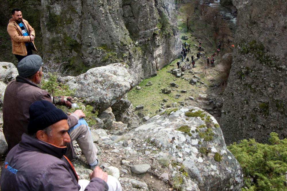 Hayvanları otlatırken uçurumdan düşen Mehmet'ten acı haber!