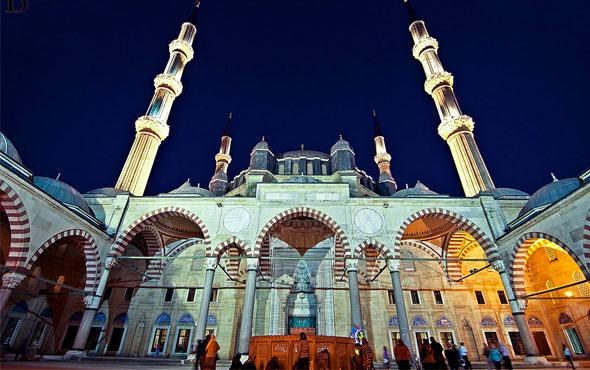akşam ezanı istanbul için kaçta okunuyor