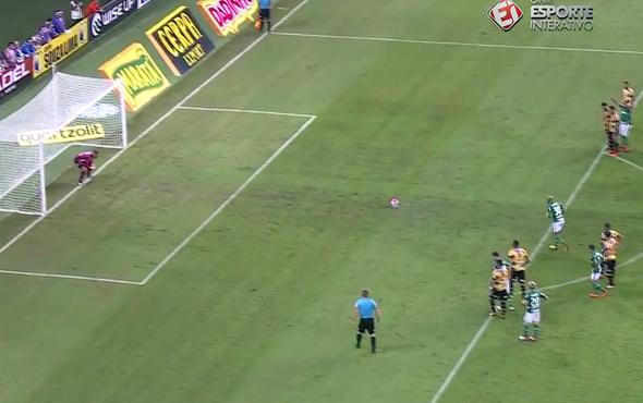 Felipe Melo penaltı atarken madara oldu!