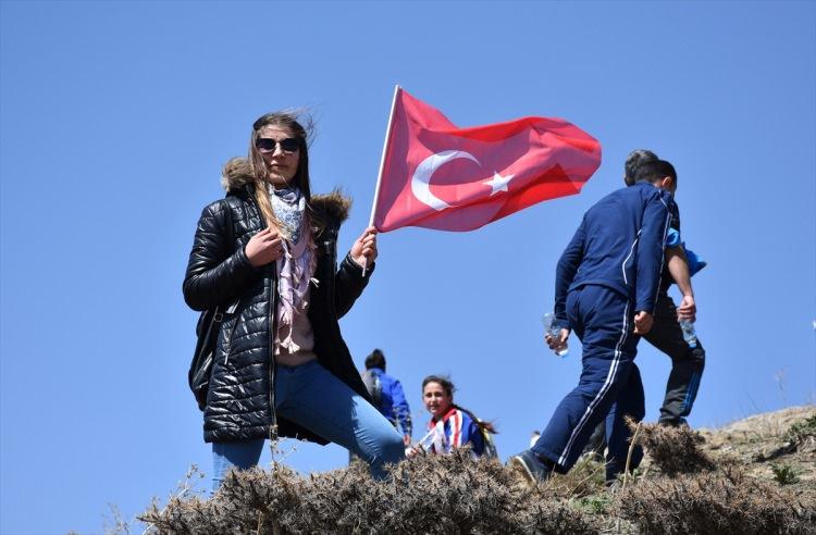 PKK'yı çıldırtan fotoğraflar: Türk bayraklarıyla yürüdüler!