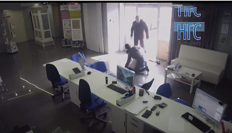 Dehşet görüntüler! Ofiste kadına tecavüz etmeye çalıştı