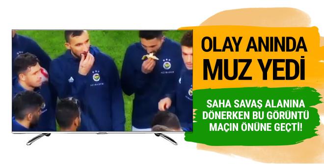 Kadıköy'de ortalık karışırken Hasan Ali Kaldırım muz yedi