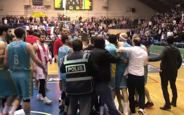 Türkiye Basketbol 2. liginde oynanan maçta kavga çıktı