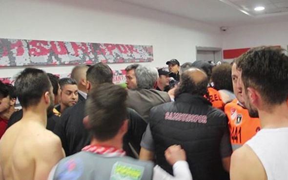 Samsunsporlu futbolcular hakem odasına girmeye çalıştı