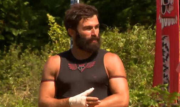 Survivor 2018'de yumruklar konuştu! Zaten sabıkalıydı