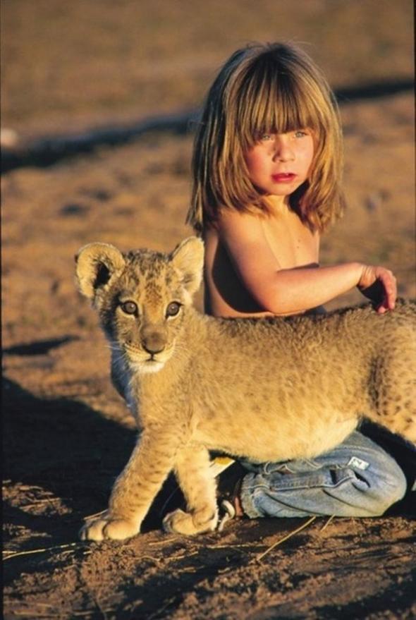 Ormanda vahşi hayvanlarla büyümüştü! Son hali olay