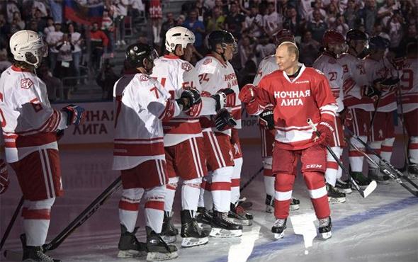 Rusya Devlet Başkanı Putin'den hokey şov