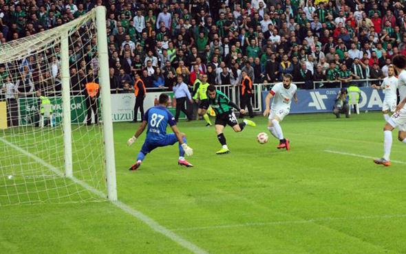 Batuhan Karadeniz Sakaryaspor'u yarı finale taşıdı
