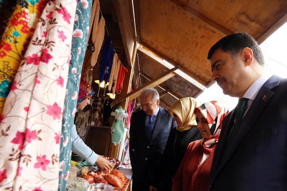 Başkan Uysal 'Doğudan İstanbul'a Kadın Eli Sergisi'nin açılışını yaptı