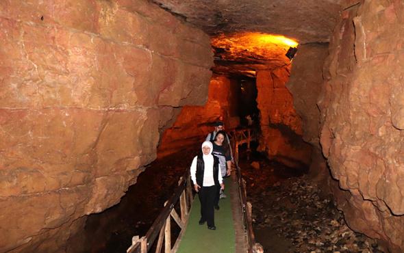 Trabzon'daki mağarının 60'ıncı metresi görenleri etkiliyor