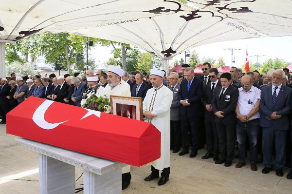 Erdoğan tabutu böyle omuzladı! Cenazede dikkat çeken detay