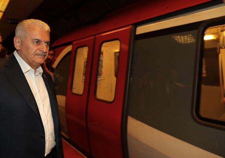 Başbakan metroya bindi görenler gözlerine inanamadı