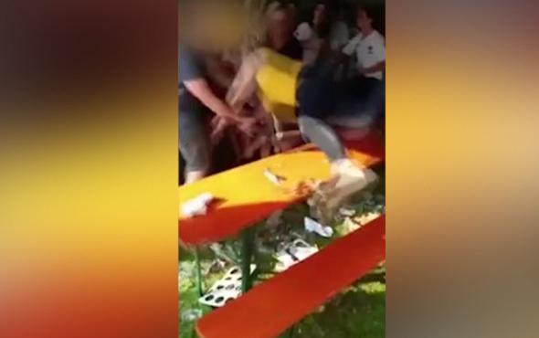 Arkadaşlarının kollarına atlayacak kadına kötü sürpriz
