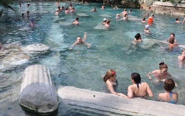 Pamukkale'de antik havuzda faciaya kıl payı!
