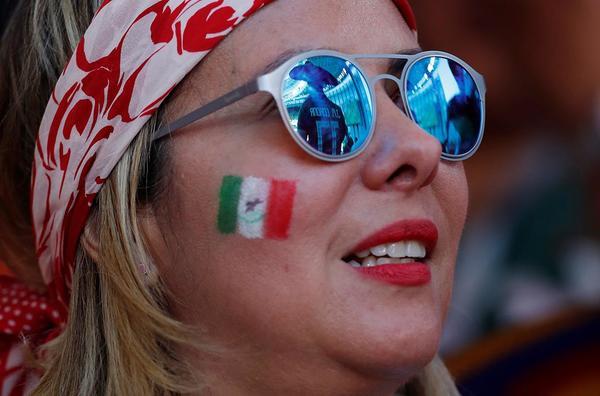 Tribünde olay oldular! Meksikalı o güzel...