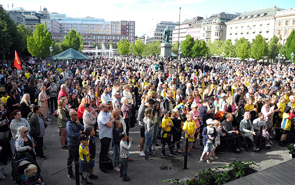İsveç halkı Jimmy Durmaz'a sahip çıktı!