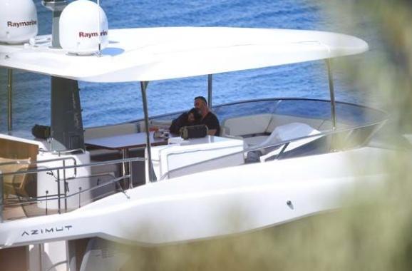 Cem Yılmaz'la Defne Samyeli'nin teknedeki bomba görüntüleri