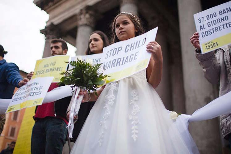 41 yaşındaki adam 11 yaşındaki çocukla evlendi büyük sapıklık!