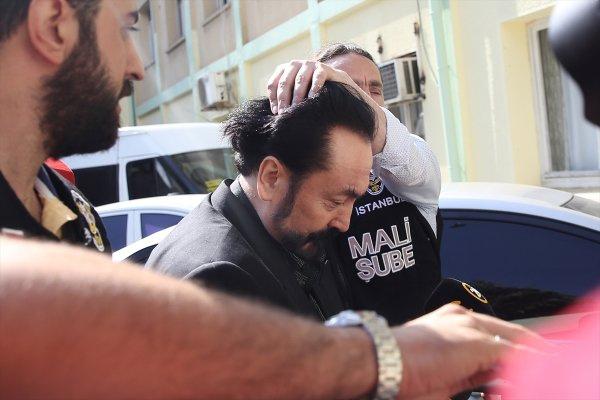 Adnan Oktar'ın kedicikleri böyle gözaltına alındı operasyondan kareler