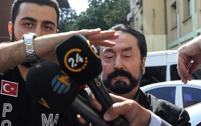 'Adnan Oktar'la seviştin mi?' sorusuna Ceylan Özgül'den olay cevap!