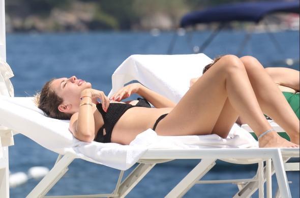 Fox TV Yasak Elma'nın Yıldız'ı Eda Ece plajda bikinisini indirince...