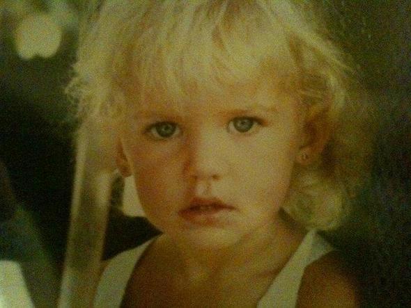 Ünlü model itiraf etti: Küçükken annem taciz ediyordu