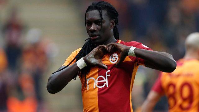 Galatasaray'ın golcüsü Bafetimbi Gomis'ten taraftara mesaj