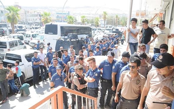 Dövizini alan polis TL'ye sahip çıkmak için sıraya girdi!