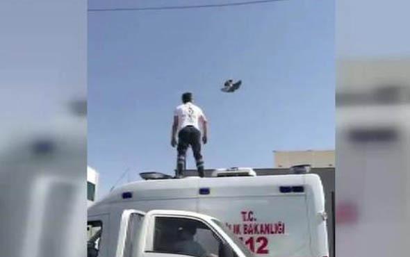 Ambulansın üzerine çıkıp, tellere takılan güvercini kurtardı