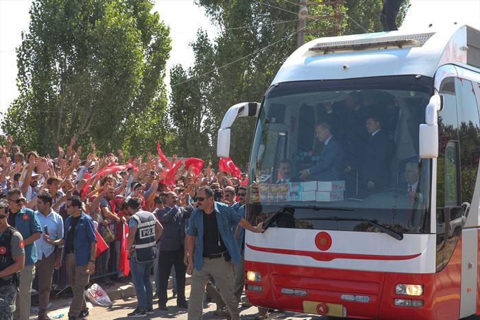 Cumhurbaşkanı Erdoğan: Hep birlikte 2071´e yürüyeceğiz...