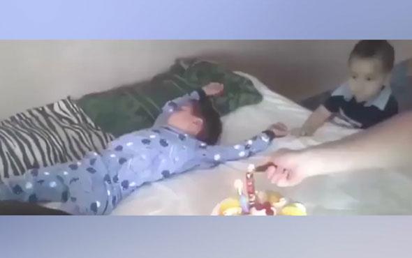 Uyuyan çocuğa doğum günü sürprizi yapılırsa...