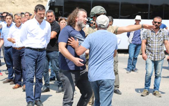 HDP'li vekiller polisle tartıştı yol kapattı