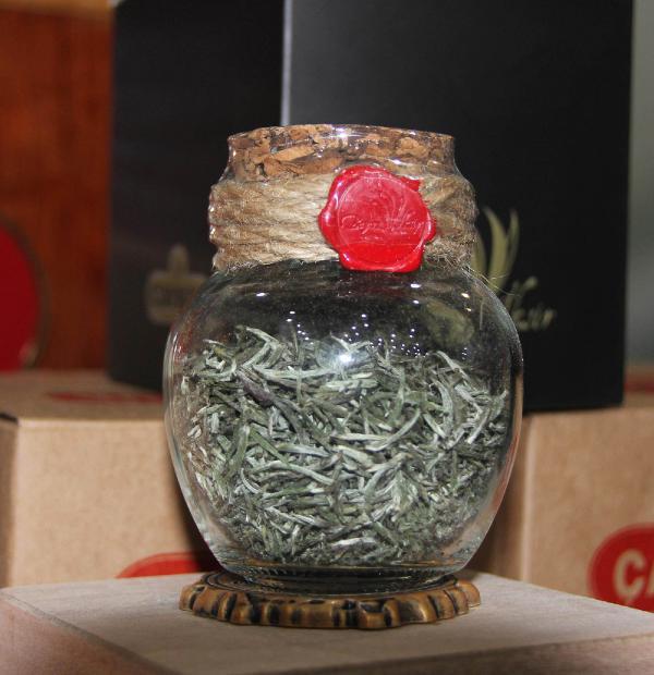 Beyaz çay kilosu 4 bin liradan satışa çıktı! 20 gramlık şişe içinde...