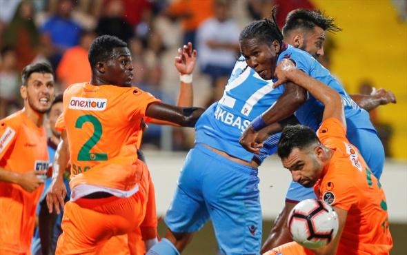 Trabzonspor Alanyaspor'a boyun eğdi (Maç sonucu 1-0)