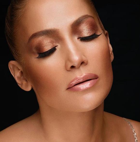 Jennifer Lopez'in cesur mayolu pozu ortalığı yıkıp geçti! Fit vücuduyla...