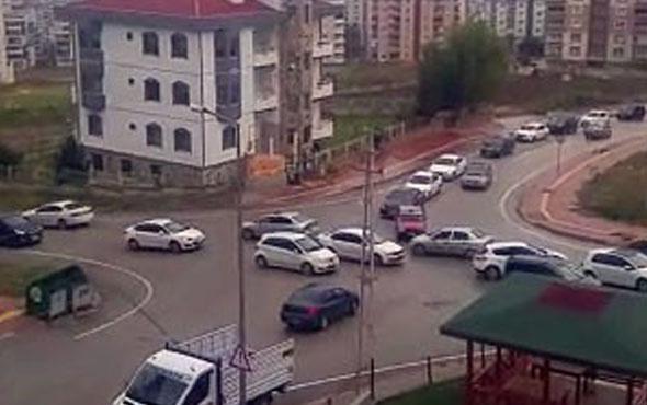 Kontrolsüz kavşakta trafik karmaşası