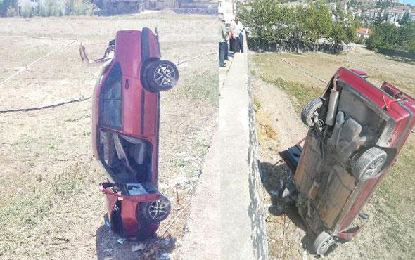 Otomobilin direksiyonu kilitlendi tarlaya çakıldı