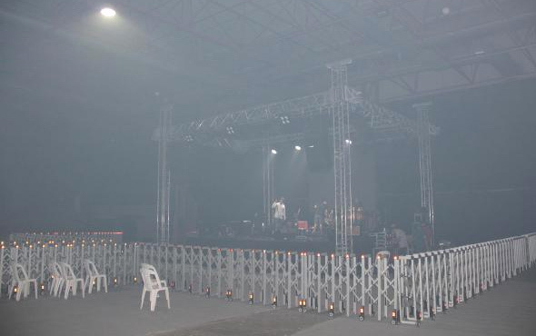 Ünlü şarkıcıya büyük şok! Kebap dumanı konseri iptal ettirdi