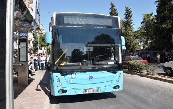Antalya'da inanılmaz kaza! Yaşlı kadın otobüsten inerken...