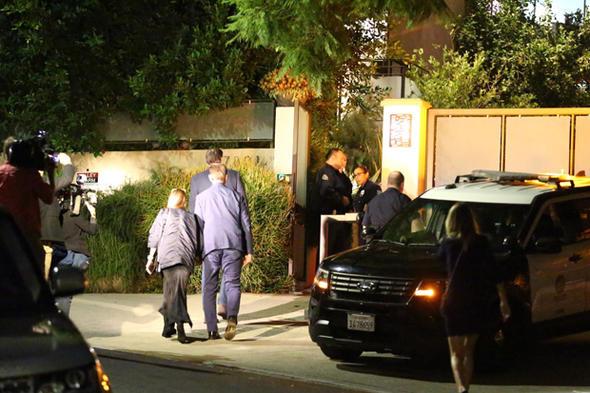 Polisler, Rihanna'nın milyon dolarlık evine helikopterle indi.