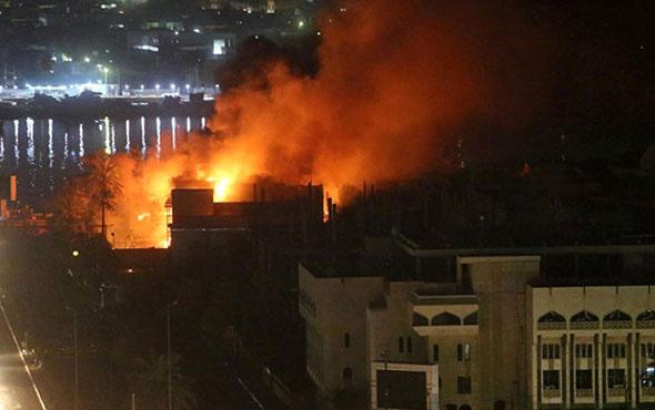 İran'ın Basra Başkonsolosluğunu ateşe verdiler!