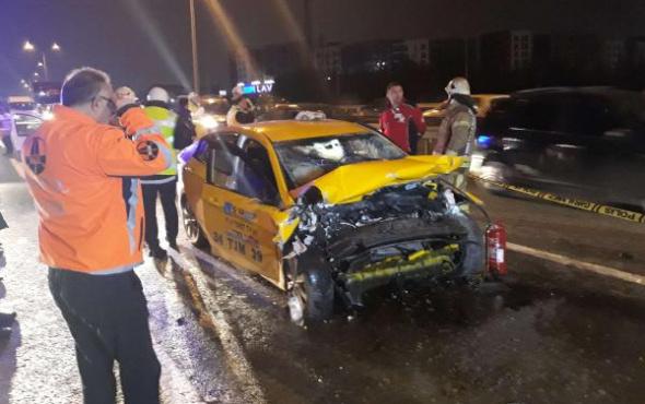 İstanbul'da feci kaza: Taksici hayatını kaybetti!