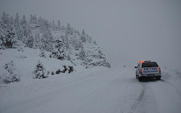 Kar esareti... 250 yol kapalı, 20 köy elektriksiz  kaldı