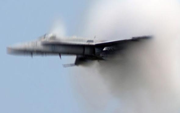 Rusya'da iki savaş uçağı havada çarpıştı!