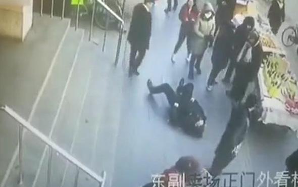 Aniden yere yığılan adama hiç kimse yardım etmedi