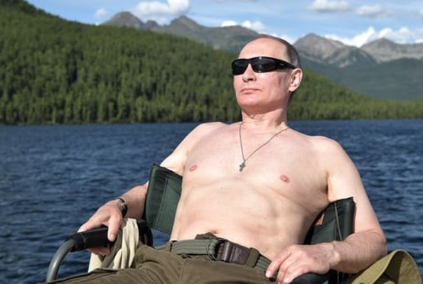Putin buz gibi suya girdi