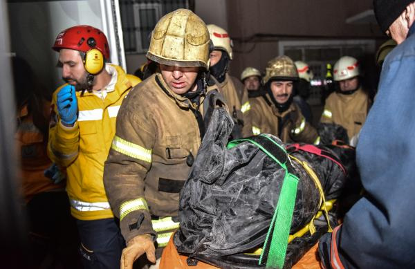 İstanbul´da bina çöktü: Ölü ve yaralılar var!